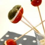 Sucettes tomates mozzarella pour un apéritif haut en couleurs!