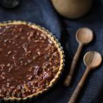 { DESSERT DE FETES } Tarte chocolat au lait & caramel, fruits secs de Valrhona